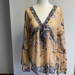 NWT BOUTIQUE DOE & RAE SHEER TOP - S/L